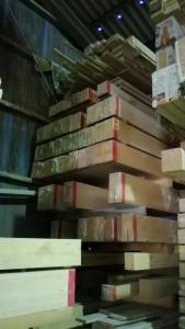最近使われなくなったので、工場の片隅で積み上げられた在庫