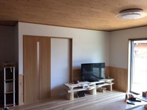 桧のテレビ台と桧の腰板と桧のテーブル