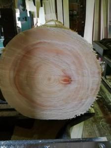 ヒノキ丸太の枝打ち痕