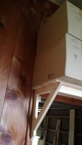 重い荷物を置いても大丈夫な自作の棚