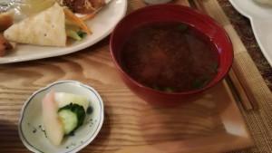 菜食ゆにわのお味噌汁とお漬物