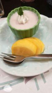 デザートのムースと柿