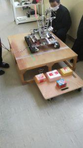 機械科実習発表、ロボット部のクレーンロボット