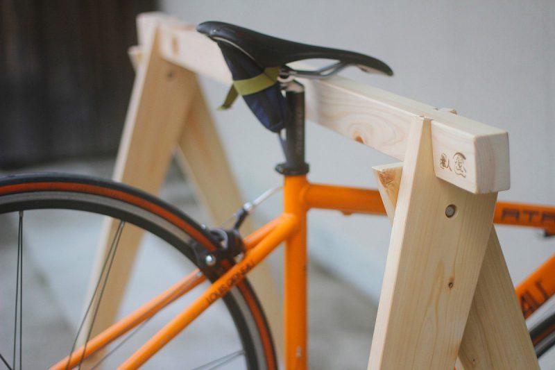 しもで木材|桧のバイクスタンド7