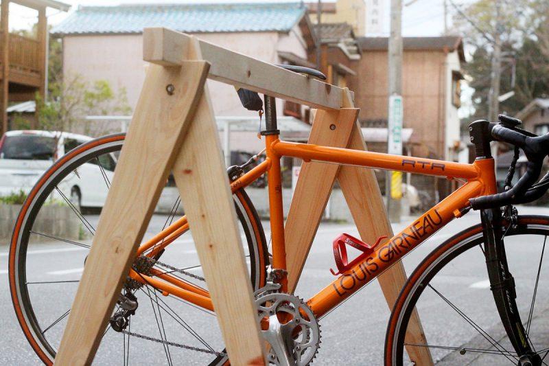 しもで木材|桧のバイクスタンド2