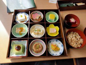 高野豆腐のお店の料理